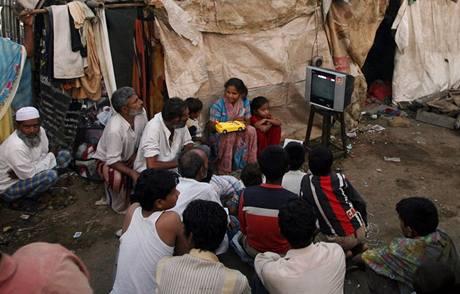 Oscar 2008 - příbuzní Azharuddina Ismaila z filmu Milionář z chatrče sledují vyhlašování cen Americké filmové akademie