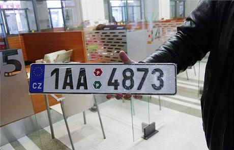 Motorista dostal na registru řidičů novou SPZ začínající 1AA