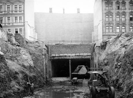 Stavba trasy C v oblasti Karlova