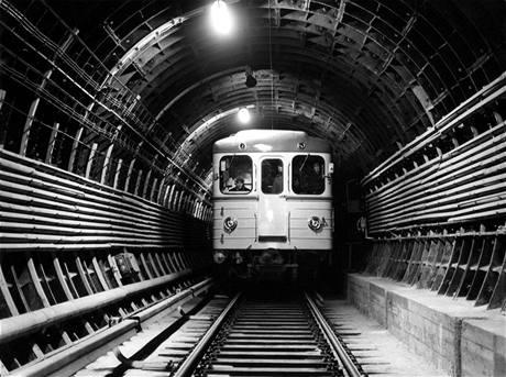 EČS  v tunelu v roce 1973- aranžovaná fotografie