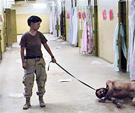 Mučení ve věznice Abú Ghrajb