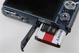 Sony W290 - baterie, karta