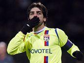 Lyon - Barcelona, Juninho  oslavuje svůj gól.