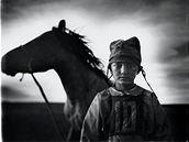 World Press Photo 2009. 3. místo v kategorii Sportovní zajímavosti. Fotograf: Tomasz Gudzowaty, Polsko. Dětský žokej, Mongolsko.