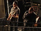 U2 hrají na střeše radia BBC v Londýně (27.2.2008)