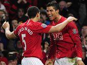 Manchester United: Ferdinand (vlevo) a Ronaldo se radují z gólu