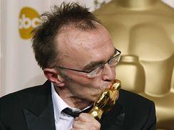 Oscar 2008 - Britský režisér Danny Boyle s Oscarem za film Milionář z chatrče