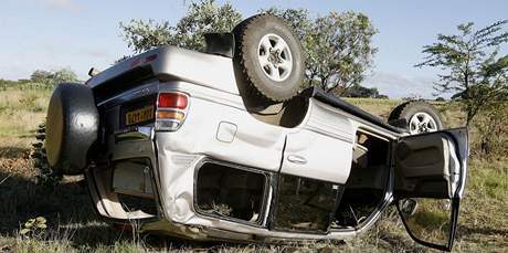 Auto, v němž boural premiér Zimbabwe Morgan Tsvangirai (7. března 2009)