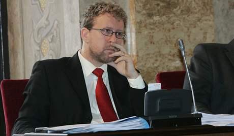 Martin Ander (vlevo) na zasedání brněnského zastupitelstva