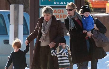 Julia Robertsová s dětmi