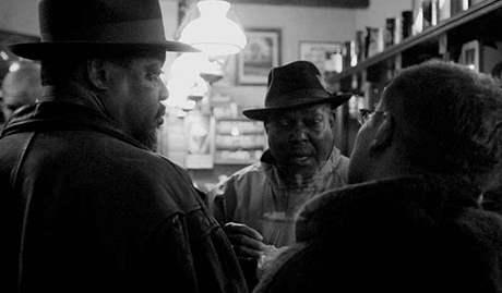 John Cephas & Phil Wiggins na jam sessionu v baru Dakota v rámci Blues Alive 2007