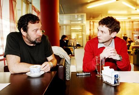 Radek John během rozhovoru s redaktorem MF DNES.