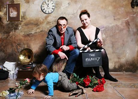 Fotograf Jan Saudek, jeho partnerka, novinářka Pavlína Hodková a jejich syn Matěj.
