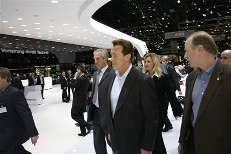 Arnold Schwarzenegger na autosalonu v Ženevì