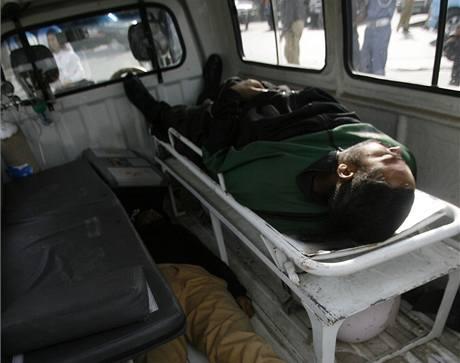 Útočníci napadli v Láhaur v Pákistánu autobus se srílanským kriketovým týmem. (3. březen 2009)