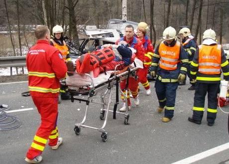 Havárie dvou aut u obce Břidličná na Bruntálsku