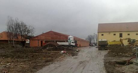 Dělníci narazili při stavbě Lidlu v Rudné u Prahy na podivnou trubku