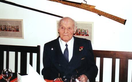 Plukovník Uruba na oslavě svých 90. narozenin