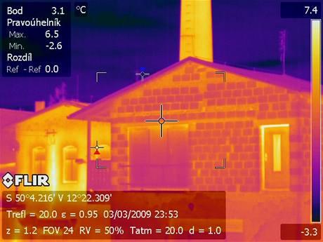 Zátah ve velkopěstírně konopí v Chebu očima termovize