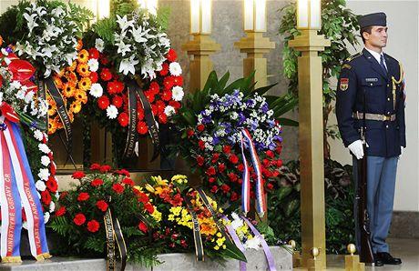 Pohřeb pilota Petra Uruby - smuteční věnce