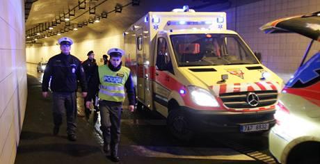 Pražská policie pronásledovala ve čtvrtek večer ujíždějícího řidiče. Zastavila ho až střelba.