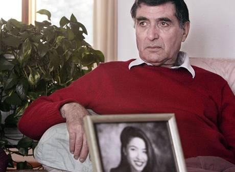 Otec unesené novinář Roxany Saberi, která podle Íránu nelegálně působila na jeho území.