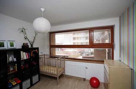 Ložnice se proměnila na dětský pokoj, teď čeká na výměnu nábytku