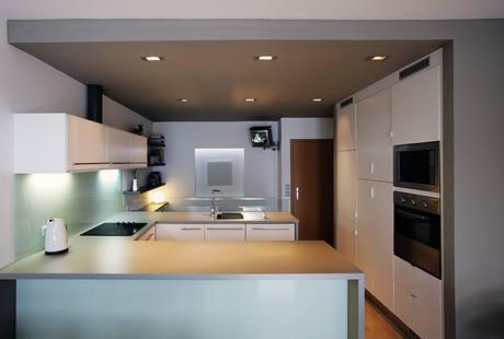 Kuchyně je sestavena z běžné produkce IKEA
