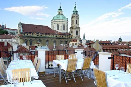 Na střeše lze vychutnávat nádherný výhled i jídlo
