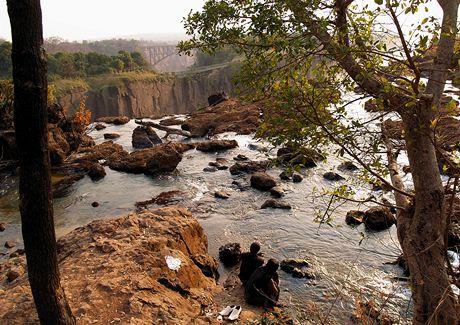 Viktoriiny vodopády, Ďáblovo jezírko