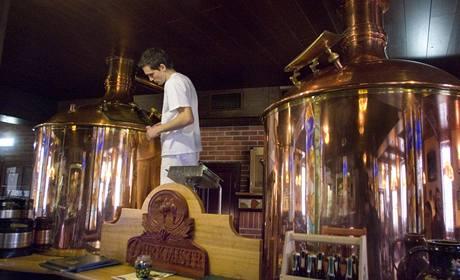 V minipivovaru Purkmistr je varna součástí restaurace.