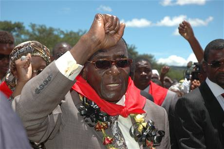 Zimbabwský prezident Robert Mugabe okázale oslavoval 85. narozeniny