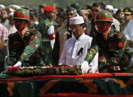 Pohřeb armádních důstojníků po vzpouře v Bangladéši