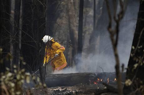 Austrálii hrozí v důsledku vichrů nové ničivé požáry
