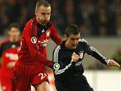 Leverkusen - Bayern Mnichov: Michal Kadlec (vlevo) a Miroslav Klose