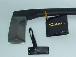 Sekery Tomahawk mají možnost odšroubovat ostří a tím měnit topůrka podle potřeby