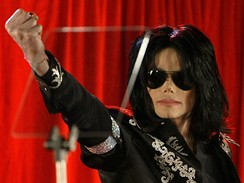 Kr�lu popu Michael Jackson ozn�mil n�vrat na p�dia
