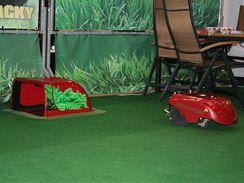 Automatická travní sekačka je původem z Itálie (Koma-system).
