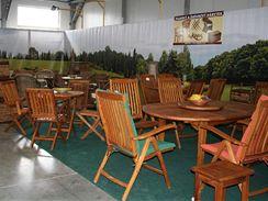Zahradní teakový nábytek.