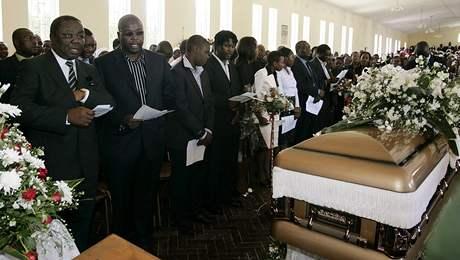 Morgan Tsvangirai při bohoslužbě za svou manželku, která zemřela při autonehodě (10. března 2009)
