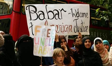 Protest proti věznění Babara Ahmada v Londýně