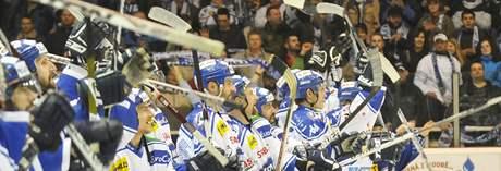 Kometa Brno slaví vítězství na ledě haly Rondo