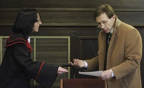 Poslední den Fritzlova soudu - státní zástupkyně Christiane Burkheiserová a obhájce Rudolph Mayer