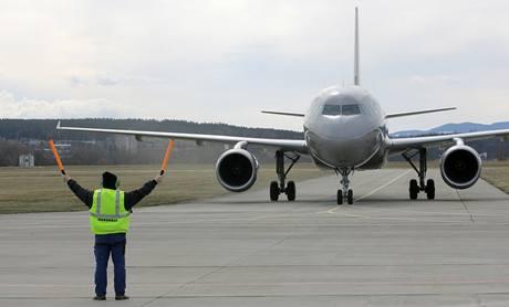Na českobudějovickém letišti přistál vládní speciál Airbus A - 319. (18. března 2009)