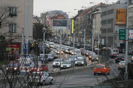 Kolona na konci ulice 5. května před Nuselským mostem (16. března 2009)