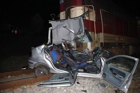 Nehoda renaultu na přejezdu ve Starém Městě (17. března 2009)