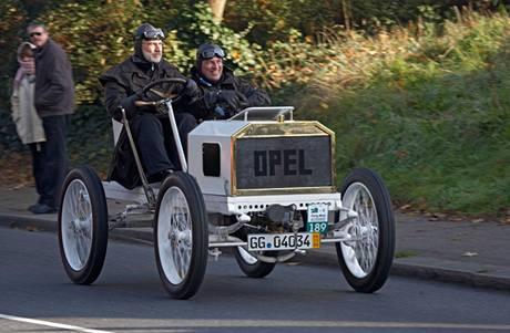Opel z roku 1904.