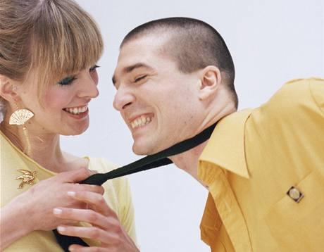 Nezareagujete-li na první náznaky dominantního chování vaší přítelkyně, může se vztah změnit v noční můru.