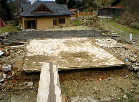Z původní stavby zůstane jen tato podlaha, bude jen zaizolována a přelita betonem