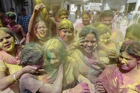 Indové se radují b�hem svátku barev